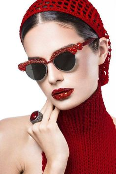 to Wear Cat Eye Glasses embellished red cat eye sunglasses and everything matchy-matchy (including the lips!)embellished red cat eye sunglasses and everything matchy-matchy (including the lips! Fashion Now, Red Fashion, Fashion Women, Fashion Glamour, Style Fashion, Fashion Ideas, Fashion Beauty, Fashion Tips, Ray Ban Sunglasses