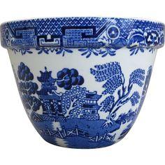 From Ruby Lane Vintage. Via Blue and White Treasures. Blue Willow China, Blue And White China, Blue China, Blue Dishes, White Dishes, Food Mold, Willow Pattern, White Porcelain, Porcelain Ceramic