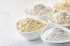 It is so easy to make your own gluten-free flour blend with these easy tips. Use this all purpose flour in all your baking recipes. Arrowroot Flour, Oat Flour, Coconut Flour, Gluten Free Flour Blend Recipe, Low Carb Mehl, Make Chocolate Chip Cookies, Barley Flour, Types Of Flour, Baking Items