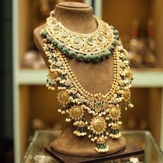 Jewelry OFF! Live at Bridal Asia! Rare Heritage Bridal Asia unravels its Delhi edition! Date and Venu Stylish Jewelry, Luxury Jewelry, Fashion Jewelry, Indian Wedding Jewelry, Bridal Jewelry, Indian Bridal, Indian Accessories, Wedding Accessories, Hair Accessories