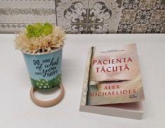 Pacienta tăcută a ajuns cu recenzie pe blog * ADN de Femeie Planter Pots, Place Cards, Alice, Blog, Place Card Holders, Happy, How To Make, Dna, Blogging