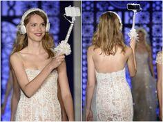 Bastão selfie Swarovski na passarela Bridal Show | Foto: Getty Images