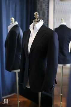 "tailorablenco: ""A suit bespoken for one of our customers at Tailorable Woman. Perfect fit made by hand by our artisans. The shirt is made with one piece collar to add more elegance and pop. Sharp Dressed Man, Well Dressed Men, Mens Fashion Suits, Mens Suits, Suit Men, Fashion Menswear, Fashion Mode, Fashion Outfits, Stylish Men"