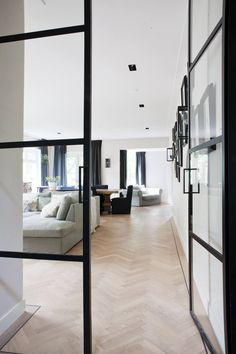 Project: Residential Location: Haarlem/ The Netherlands Work: Interior Design & Construction Size: 280 Sq mtrs Photographer:Valentine Harmsen