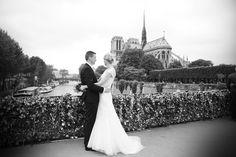 Bryllup i Paris - norsk brudepar - fotografering foran Notre Dame kirken -  Norsk brudepar i Paris våren 2014. Bryllups-fotografering med fotograf totte-imagery.com. Fotografen organiserer også sjåfør, hår og make-up hvis brudeparene ønsker dette. Hun fotograferer bryllup i Paris og ellers i Europa.