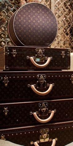 Louis Vuitton- Luxurydotcom