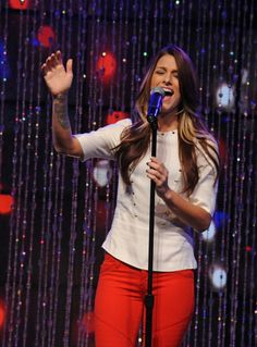 Cassadee Pope Hey Monday love her hair!!