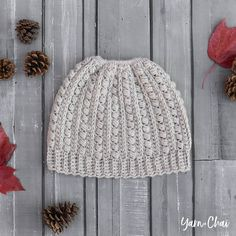 This pattern is part of the Fall 2017 Malia CAL (Crochet-Along). To view the other patterns in this collection (including a slouchy hat, beanie, infinity scarf, buttoned cowl and more), please visit the Malia CAL Homepage. I got so many requests for a messy bun hat pattern last season. The p