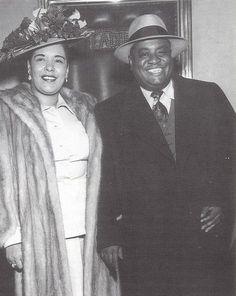 "keithswhore: ""Billie Holiday and Art Tatum at the Downbeat Club, 1946 "" Billie Holiday, Jazz Artists, Jazz Musicians, Music Artists, Black Artists, Women In History, Black History, Art Tatum, Nova Orleans"