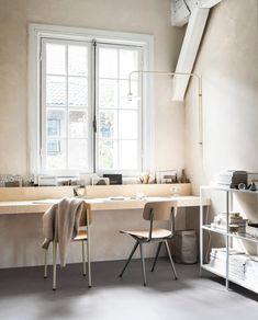 DIY: multiplex wandbureau   stap voor stap   zelf aan de slag   vtwonen Home Office Design, Home Office Decor, Home Decor, Diy Office Desk, Modern Home Offices, Deco Studio, Study Room Design, Student Room, Deco Design
