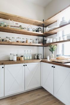 Dark, light, oak, maple, cherry cabinetry and are wood kitchen cabinets out of style. CHECK THE PIN for Lots of Wood Kitchen Cabinets. Kitchen Interior, Kitchen Decor, Kitchen Ideas, Kitchen Knobs, Kitchen Display, Decorating Kitchen, Rustic Kitchen, Open Pantry, White Pantry