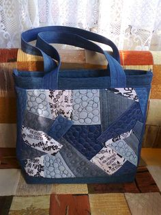 love the patchwork. Denim Purse, Tote Purse, Patchwork Bags, Quilted Bag, Jean Purses, Purses And Bags, Denim Handbags, Denim Crafts, Buy Bags