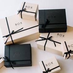 Embrulhos The perfect gift box for your newly engaged friend. Gifts for engagements and brides-to-be Clothing Packaging, Jewelry Packaging, Gift Packaging, Packaging Design, Packaging Ideas, Luxury Packaging, Packaging Dielines, Fashion Packaging, Diy Gift Box