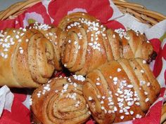Korvapuustit - or cinnamon rolls. A very traditional Finnish recipe. Grew up with this! My dad would make Finnish sweet breads and rolls! Student Treats, Finnish Recipes, Baking Bad, Sweet Bread, Cinnamon Rolls, Finland, French Toast, Dinner, Cooking