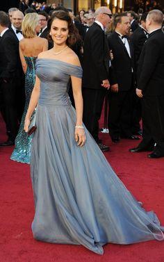 OSCARS 2012. Penelope Cruz in Armani Privé #Oscars #RedCarpet