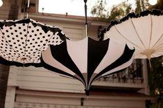 Decorazione nozze ombrelli bianco e nero