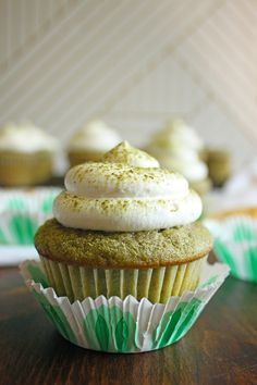 Refreshing Matcha Green Tea Cupcakes with a light and fluffy whipped cream frosting, it's like a Matcha Frappuccino in a cupcake form! Green Tea Cupcakes, Matcha Cupcakes, Baking Cupcakes, Matcha Cookies, Matcha Dessert, Matcha Cake, Matcha Bowl, Matcha Smoothie, Frosting Recipes