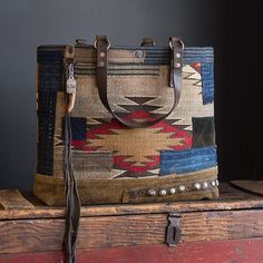 J. Augur custom Navajo tote. Some girls have all the luck –and very thoughtful husbands. @thepeyotebird