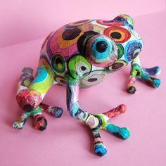 Frog w/dots papier mache