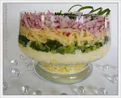 Sałatka warstwowa z rzodkiewką Chicken Egg Salad, Cake Cafe, Polish Recipes, Fresh Rolls, Food Dishes, Salad Recipes, Smoothies, Food And Drink, Appetizers