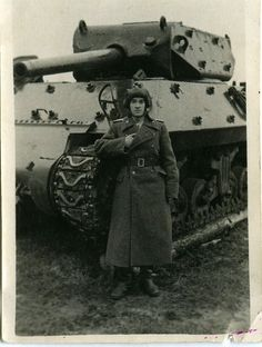 "On the image, a Soviet crewman poses next to his brand new Wolverine belonging to the Self-Propelled Artillery Regiment. The Soviet Union in 1944 received 54 of these tanks through the American collaboration program ""Lend Lease"". Military Art, Military History, M10 Wolverine, M10 Tank Destroyer, Lend Lease, Self Propelled Artillery, Us Armor, Ww2 Tanks, World Of Tanks"