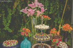 Vanessa&Leonel Detalhe mesa de bolo e doces Studio Decorato