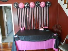 Cute DIY Minnie Mouse party decor but I think I'll switch the colors to school colors for Grad party. Minnie Mouse Birthday Theme, Minnie Mouse Baby Shower, Mickey Party, 1st Birthday Parties, 2nd Birthday, Birthday Ideas, Baby Shower Table Cloths, Streamer Party Decorations, Minnie Mouse Party Decorations