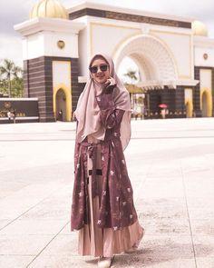 Modern Hijab Fashion, Abaya Fashion, Muslim Fashion, Fashion Outfits, Hijab Casual, Hijab Chic, Abaya Mode, Mode Hijab, Women's Dresses