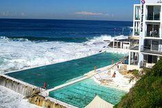 Olha que beleza de piscina. Fica na Austrália