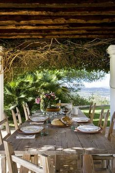 Casa can Mares on IBIZA (Have you seen the movie, THE SHELL SEEKERS? One setting is Ibiza and I replay the scene with the characters around a table like this, laughing, talking and sharing wine over and over in my mind. Outdoor Rooms, Outdoor Dining, Outdoor Gardens, Outdoor Furniture Sets, Outdoor Decor, Rustic Outdoor, Dining Table, Rustic Patio, Party Outdoor