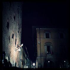 visionaria . palazzo pretorio. acrobatic dancers . prato