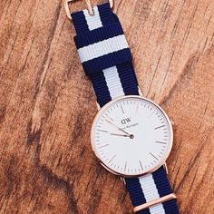 The Classic Glasgow, a celebration of the timeless and elegant nautical spirit. Discover Daniel Wellington Watches @ Tharoo & Co. Daniel Wellington Classic, Daniel Wellington Watch, Elegant Watches, Beautiful Watches, Stylish Watches For Girls, Classic Man, Timeless Design, Glasgow, Shopping