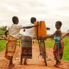A little teamwork goes a long way. Three kids in Côte d'Ivoire use a bike to bring water back to their families.Great idea wish I could help Charity Fund, Charity Water, Namaste, Long Walk To Water, Digital News, Very Tired, Mind Over Matter, Water Well, People In Need