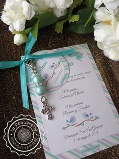 Baptism and First Communion favors - Favor card with religious key-ring Dedication Ideas, Baby Dedication, Baptismal Giveaways, First Communion Favors, Rosalie, Baptism Party, Mickey Birthday, Card Sizes, Christening