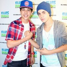 Austin Mahone (Finally) Meets Justin Bieber! ❤ liked on Polyvore featuring austin mahone, justin bieber, people, pics and boys