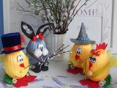 Per tutti coloro che amano il riciclo creativo ecco tante idee da realizzare con le uova. Idee regalo. Easter Crafts, Holiday Crafts, Holiday Decor, Easy Crafts For Teens, Diy And Crafts, Bible School Crafts, Dinosaur Crafts, Easter Crochet, Egg Art