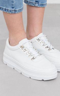 4ecc79bf8454 Chaussures · Baskets Kelvin   Baskets blanches oeillets argentés   Guts &  Gusto   GUTSGUSTO.
