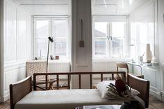 Till salu Prästgatan 44B, 4-5 tr, Gamla Stan, Stockholm – HusmanHagberg din lokala fastighetsmäklare Stockholm, Divider, Room, Furniture, Home Decor, Instagram, Rostock, Bedroom, Decoration Home