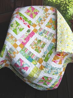 Lately I'm just loving these simple quilt patterns combining cheerful, bright fabrics with white.