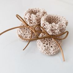 Handmade sustainably from cotton. Baby booties for boys and girls. Gender Neutral Baby Clothes, Handmade Baby Gifts, Wooden Gifts, Baby Booties, Boy Or Girl, Place Card Holders, Booty, Girls, Cotton