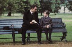 FINDING NEVERLAND (Forster, 2004) En fryd å se Johnny Depp i samspill med Freddie Highmore. En film som griper om verdier og livet.. må sees igjen.. snufs!