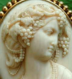 Pommeraie Antiques - s352 - antique victorian vintage cameos, cameo brooch
