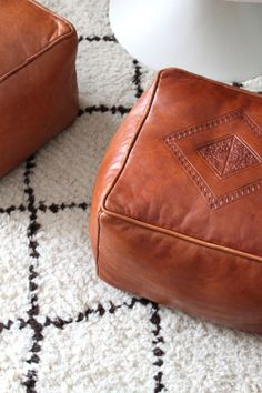 leather ottomans and rug Leather Pouf, Leather Ottoman, Pouf Ottoman, Moroccan Pouf, Floor Cushions, Club Chairs, Cozy House, Home Living Room, Decoration