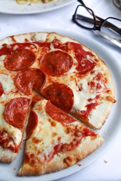 Find images and videos about food, yummy and pizza on We Heart It - the app to get lost in what you love. I Love Food, Good Food, Yummy Food, Comida Pizza, Pizza Food, Pizza Pizza, Baby Food Recipes, Snack Recipes, Gastronomia