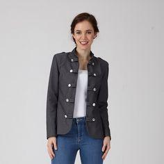 Nadine, c'est une petite veste chic et contemporaine à décliner en jeans, coton et même lainage. Elle accompagnera votre quotidien en toutes saisons.
