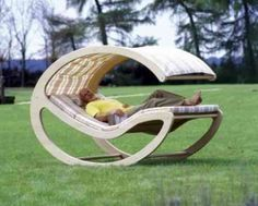 mobilier de jardin en bois original avec couverture
