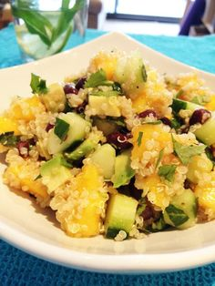 Refreshing Quinoa Salad with Mango, Cucumber, Avocado & Black Beans (Vegan, Gluten-Free) #vegan #recipe