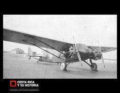 """Román Macaya y su segundo avión: CR-5 Curtiss Kingbird D-1 NC-374N, listo para partir hacia Costa Rica a su empresa """"Aerovías Nacionales"""". Tomada en el Floyd Bennett Airport de Nueva York. 1937."""