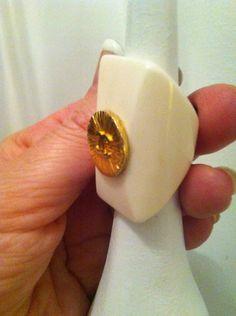 HANDMADE 29 - ring horn white - button vintage, by Theatrebijoux, 29,00 € su misshobby.com
