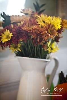 Let's create a beautiful fall vignette. Via Cedar Hill Farmhouse